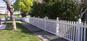 finyl_vinyl_picket_fencing_09